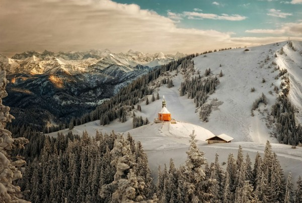 Зима, церковь горы